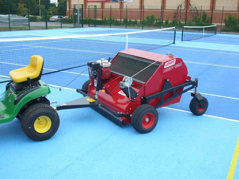 Veegmachine tennisveld